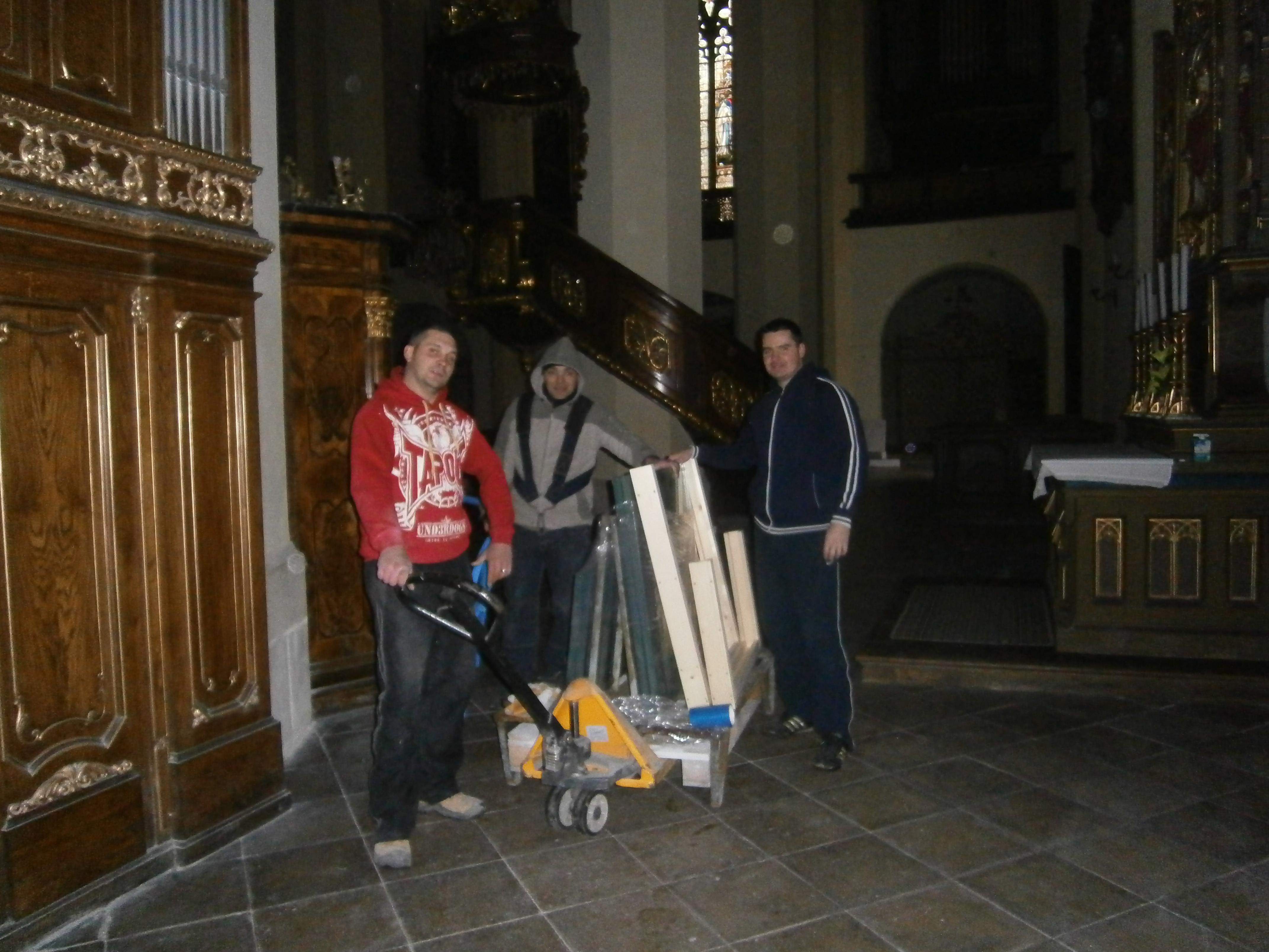 Stěhování v kostele